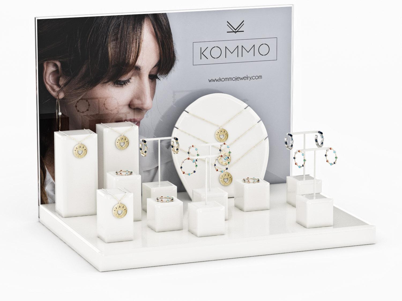 expositor PLV joyería Kommo en madera lacado blanco