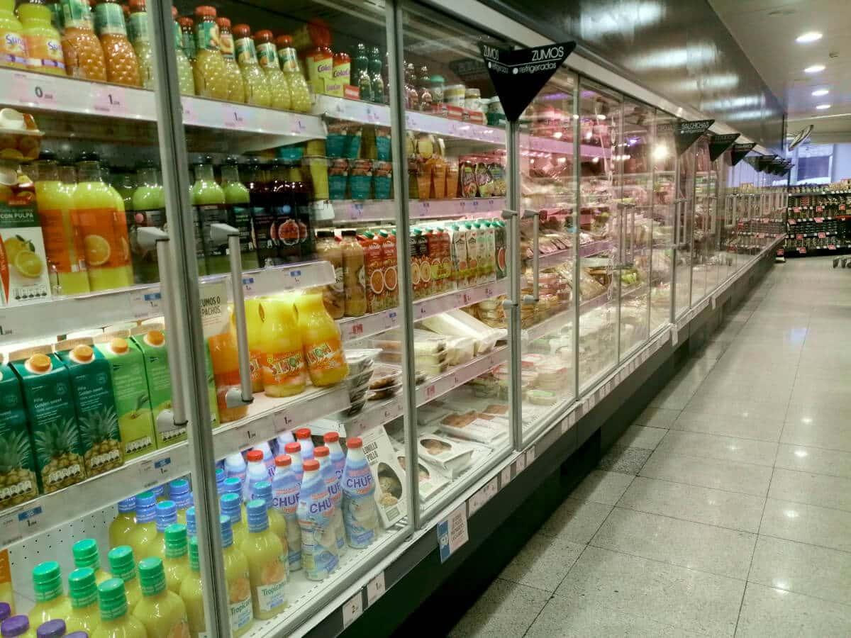 góndola supermercado de frío
