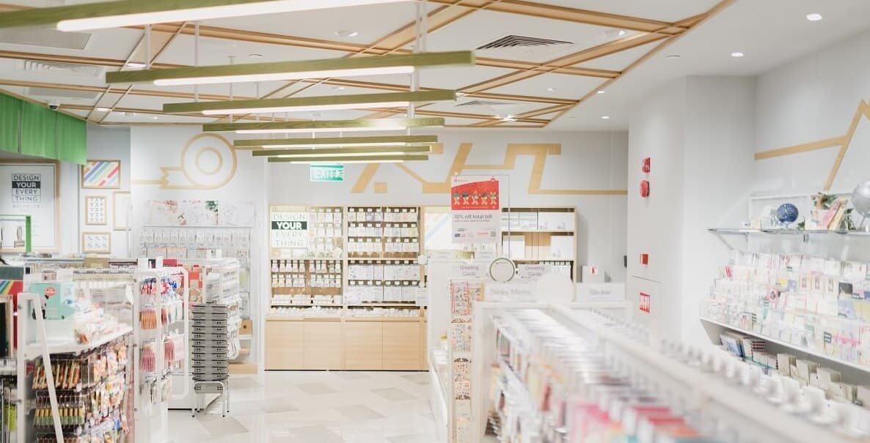 diseños de farmacias blancas y luminosas