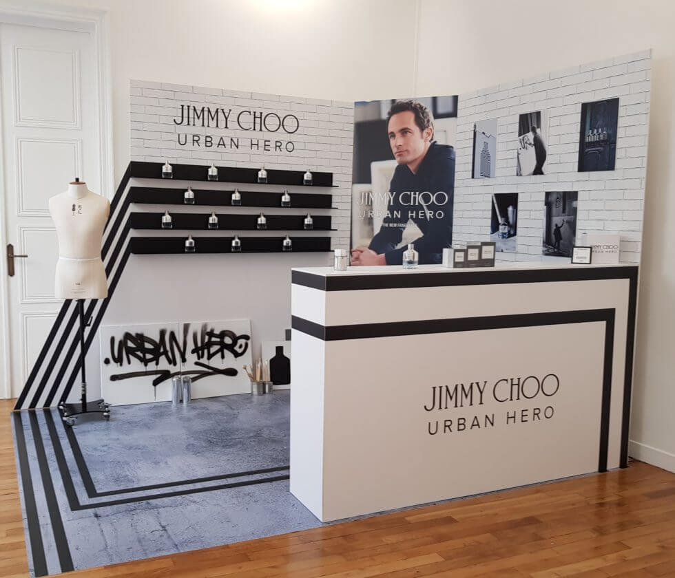 Expositores de madera: elegancia y calidez para tu tienda