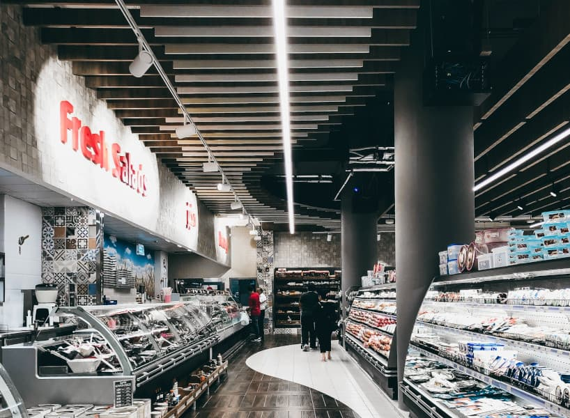técnica de merchandising iluminacion en supermercados