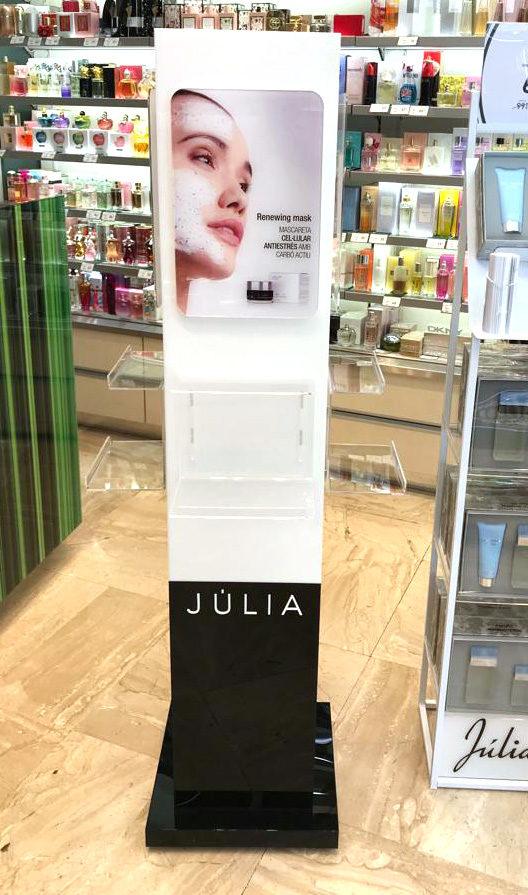 PLV Perfumería: Expositor premium Júlia, MOSS